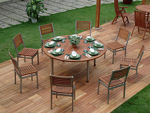 Outdoor dining made simple inmod style for In mod furniture